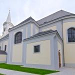 Blick auf die Pfarrkirche Halbturn