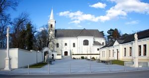 Erzbischof Grösz-Platz